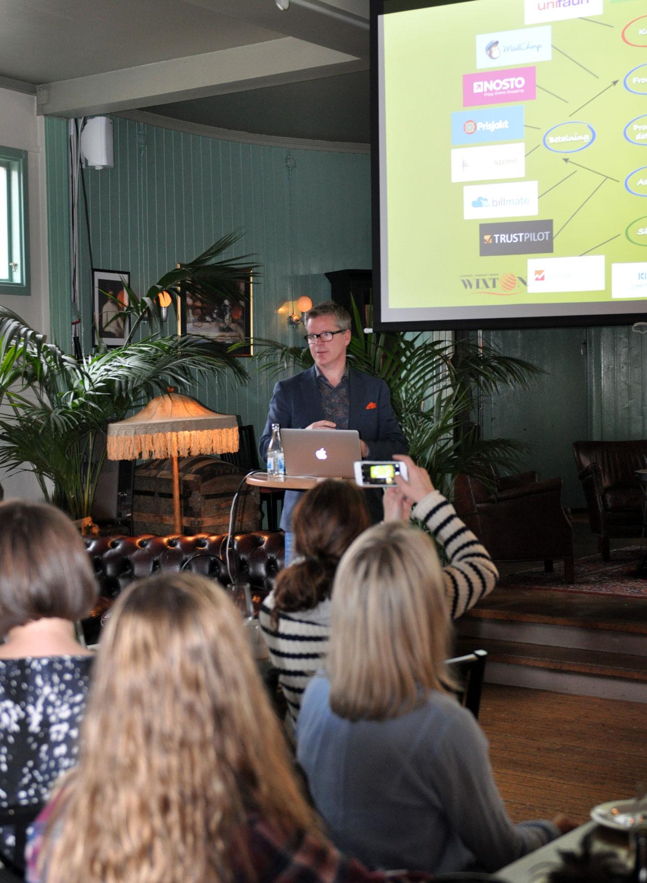 Lars Svensson och Wixton håller föreläsning för Tanums näringsliv